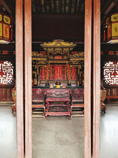 Daoist Temple Daoism History China Jianshui, Yunnan, China Ancestor Worship Yunnan EyeEm Selects Place Of Worship City Architectural Column Spirituality Ancient Civilization Religion Architecture Travel Entry Open Door Historic Gate Chinese Lantern