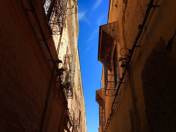Marrakesh Marokko Travel Backpacking Relax View Up The Blue Sky View Up Balcony Sand Color Alley Wallpaper Warm Marrakesh Built Structure Low Angle View Sunlight Building Exterior No People Day Shadow Sky Outdoors Abandoned EyeEmNewHere