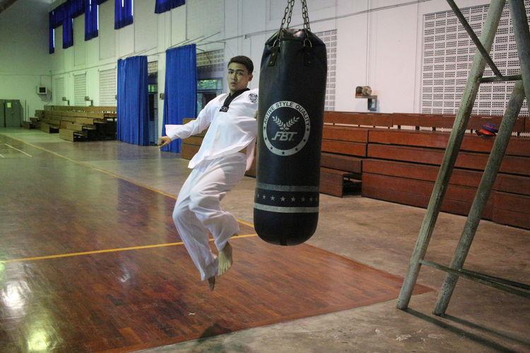 The kick Boxer Boxing Exsercise Fight Fitness Gym Japan Karate Kick Kickboxing Koria MMA Motivation Retaekwondo Taekwondo Workout