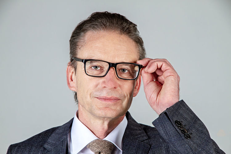 Businessman with glasses Eyeglasses  Glasses Portrait One Person Headshot Looking At Camera Business Business Person Mature Adult Suit Smiling Males  Well-dressed Men Businessman Mature Men Indoors  Optician Glasses 50-60 Years View Business Males  Healthy Eating Eyes