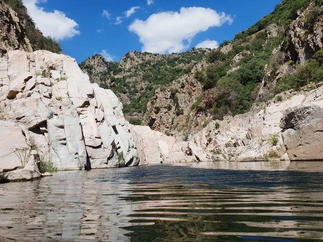 Is Arredelusu Mountain Water Rock - Object Blue