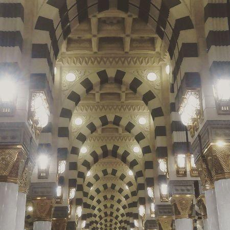 First Eyeem Photo Love ♥ Architecture Almadina Almonawara Almadinah Prophite_mohammad Masjidil Nabawi Madinah Masjid Nabawi Light Symmetry Symmetrical EyeEmNewHere