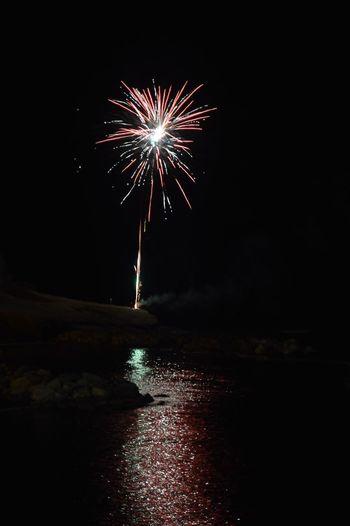 Fireworks Fuochi D'artificio  Fuochi Fuochidartificio Mare Riflessi Riflesso Riflessi Sull'acqua Luci Colori