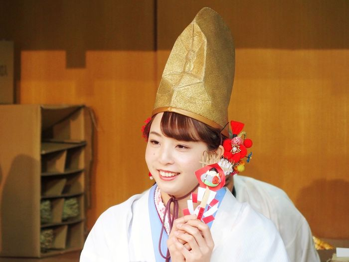 Cute girl of Edesan festival Temple Girl Japan OSAKA Ceremony Hat Ebisushrine person Temple Shrine Portrait Beauty Beautiful Woman Young Women Smiling Happiness Beautiful People Front View Ceremonial Make-up Eye Make-up Eyeliner Make-up