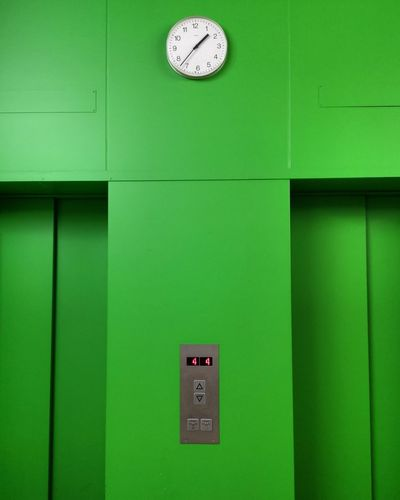 Clock Face Clock Time Minute Hand Green Color