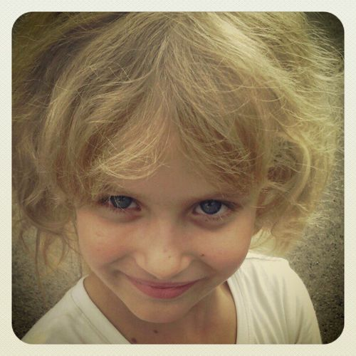 Nuria Blueseyes Blonde Littlegirl princess modéle beautiful perfect