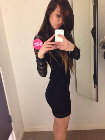 Les efforts payent toujours. Selfie Dress Shopping With Hard Work Come Good Results .!