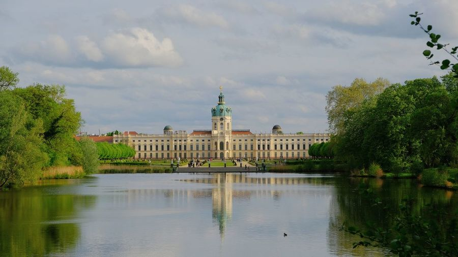 Spaziergang am Schloss Charlottenburg Politics And Government City Water Tree History Sky Architecture Cloud - Sky Travel