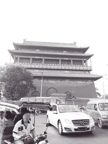 Cityscapes Beijing Gulou Drum Tower Beijing, China Life In Beijing Pedicab Rickshaw Pedicab Welcome To Black BEIJING北京CHINA中国BEAUTY Black & White Friday An Eye For Travel Mobility In Mega Cities