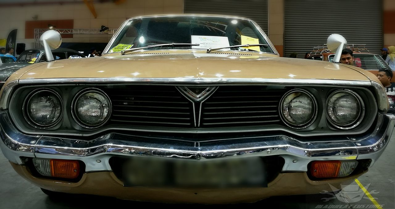 headlight, transportation, mode of transport, car, land vehicle, front view, close-up, outdoors, day, no people