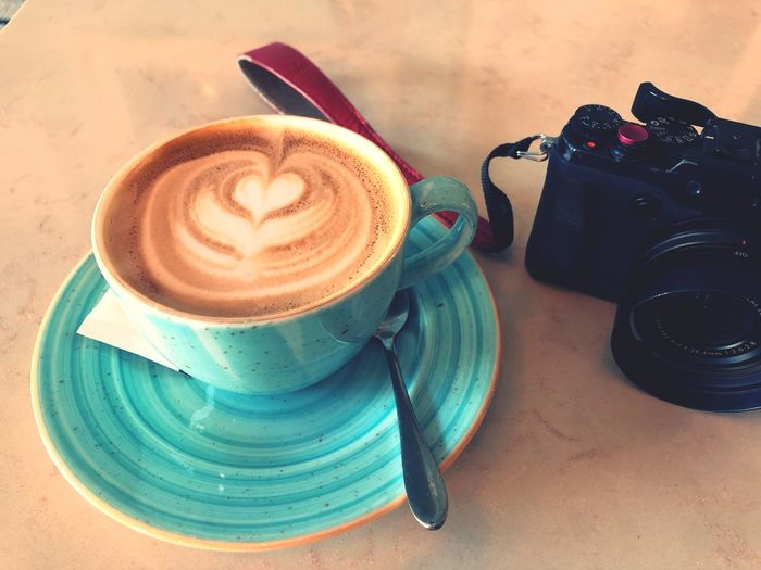 Camera Coffeeandcamera Coffee Drink Cup Food And Drink Refreshment Coffee - Drink Still Life No People Indoors  Freshness Saucer Hot Drink Frothy Drink Crockery Close-up High Angle View Cappuccino Coffee Cup Mug Table Freshness Coffee Food And Drink Froth Art Crockery Refreshment Indoors  Food