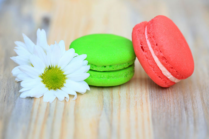 Green and red macaroons with flowers on wooden table Beautiful Close-up Day Filling Up The Tank Flavours Flower Flower Head Food Food Photography Freshness Gourmet Green Color Indoors  Macaroons Meal Multi Colored Nature No People Outdoor Red Round Shapes Snack Sweet Food Tasty Tea Time