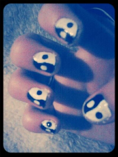 My cousin did my nails (: