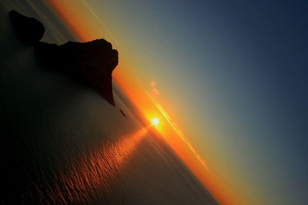 Sunset. Sunset Island And The Sun Island View  Sea Sun Water