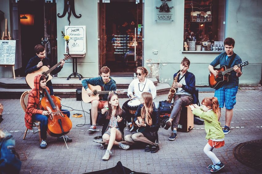 The Photojournalist - 2016 EyeEm Awards Vilnius Old Town Street Music Day Traveling The Street Photographer - 2016 EyeEm Awards Vilnius Lithuania Vilnius City Street Photography Streetphotography Street Musicians Streetmusic Travel Photography