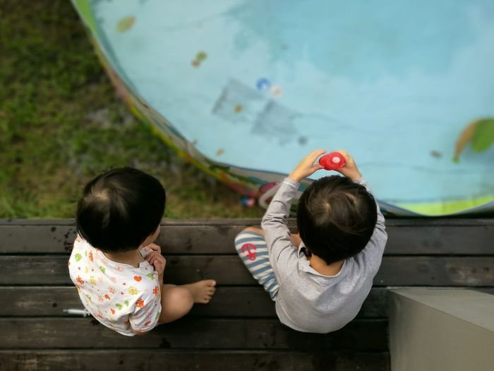 High Angle View Child Two People Portable Information Device Friendship Boys Leisure Activity Togetherness Outdoors People Bonding Digital Native Day Adult Pool Suction Clean Play Kid Water Sommergefühle