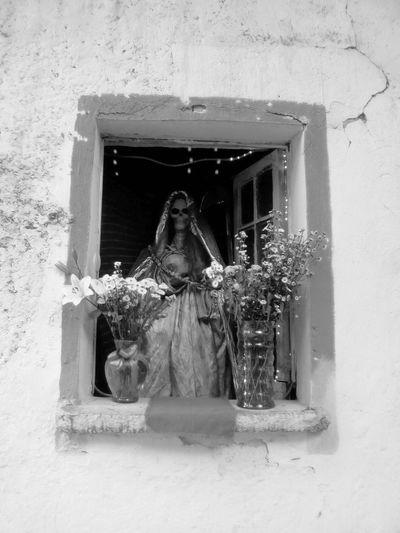 Streetphotography Streetphoto Street Photography Check This Out Black & White Black&white Monochrome Black And White Blackandwhite Hanging Out Street Altar Santamuerte Mexico City