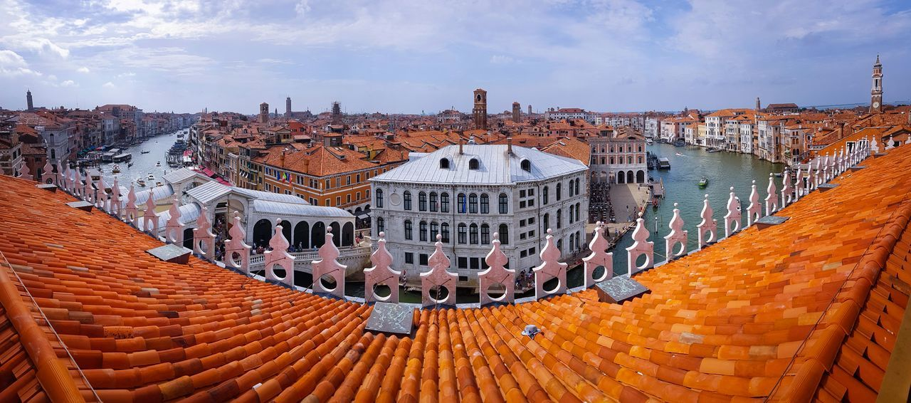 Panoramic Views History Travel Destinations Outdoors No People Sky And Clouds Day Grand Canal Rialto Bridge Venezia ıtaly Travel Vacations Water Canals Historical Buildings Roofs Rooftops Rooftop Scenery Large Bend