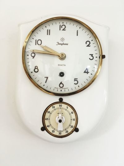 Küchenuhr Vintage Quartertoten 50s Küchenuhr Kitchen Watch Watch Eieruhr EyeEm Selects Time Number Accuracy Minute Hand No People Communication Clock Technology Indoors  Old-fashioned White Background Close-up Day