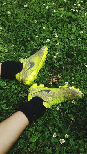 Sommergefühle Work Hard - Play HARDER! Grass Human Body Part Green Color Real People Outdoors EyeEm Selects Soccer Soccer Shoes Soccer Season IM SUCH A SOCCER..... FAN!!!