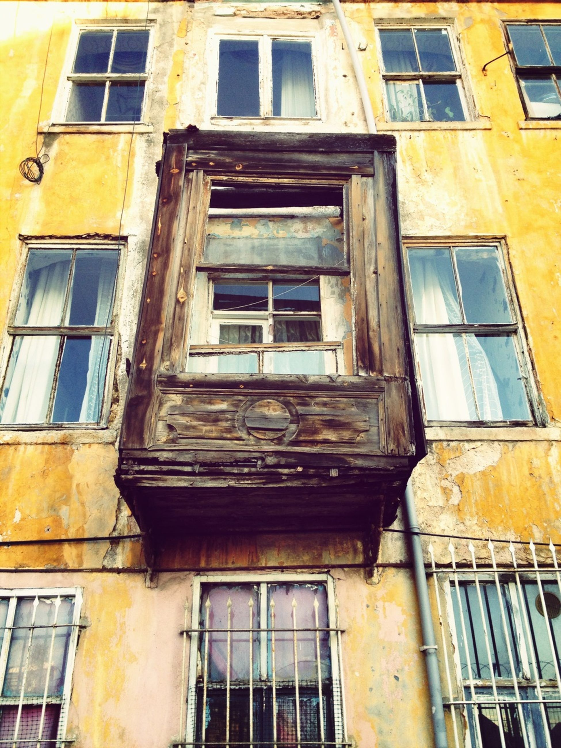architecture, building exterior, built structure, window, low angle view, residential building, building, residential structure, glass - material, full frame, balcony, old, apartment, house, day, no people, city, facade, outdoors, reflection