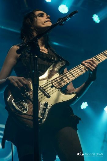 Perfect Moment Woman Music Brendamartin People Watching The Portraitist - 2016 EyeEm Awards Bass Player Show Erucasativa Photographerrock Recital Rosario Rock Rock Concert Rock Argentino Vorterix
