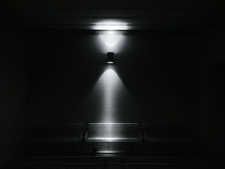 sitzbar Darkness And Light Spot Light Lowlight Darkness Bench Anteroom Waiting Waiting Room Urbanexploration Urban Getting Inspired Minimalism Simplicity