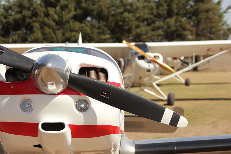 dia de aviones Avion Aviones Volar Helicoptero Armada Argentina Armada Ejército Avioneta Transportation Mode Of Transportation Day Land Vehicle No People Focus On Foreground Close-up Sunlight Motor Vehicle Outdoors Car Air Vehicle Airplane Road White Color Nature Street Retro Styled Stationary