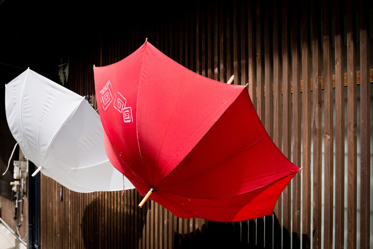 Red And White No People Close-up Day Outdoors Focus On Foreground Red Protection Sunlight Umbrella Still Life Canon Canonphotography Japan Japan Photography Miyajima Culture Drying Travel Travel Destinations Object Objects Rain Raining