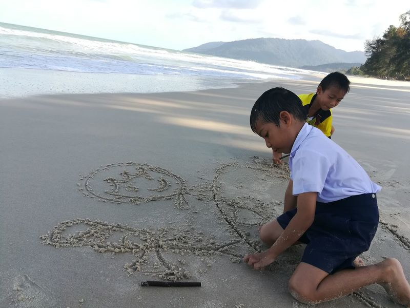 Writing On The Sand Boys Playing Child Males  Beach Boys Childhood Desert Sand Water Sea Drawing - Activity