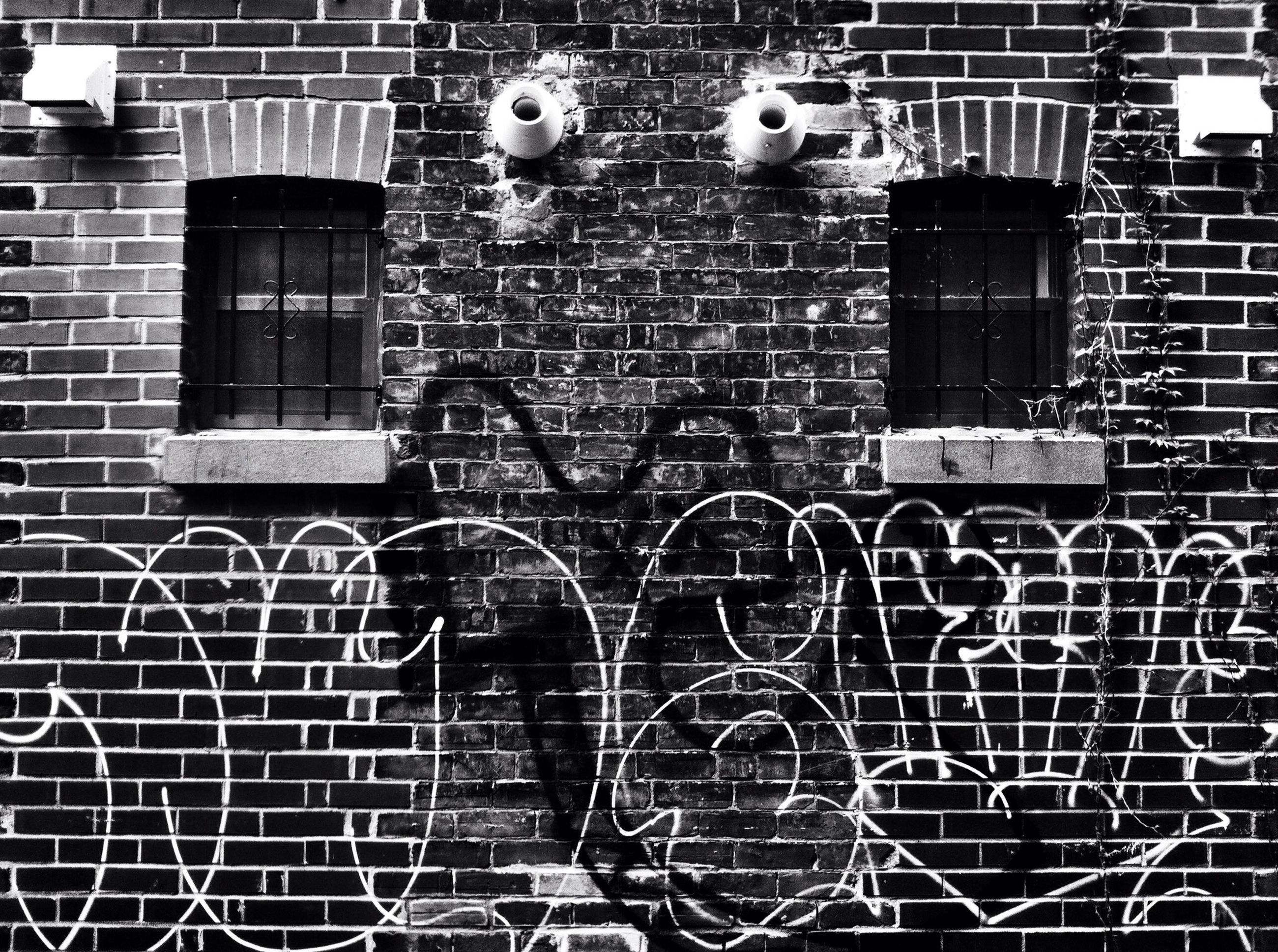text, built structure, building exterior, architecture, full frame, metal, western script, wall - building feature, pattern, brick wall, backgrounds, metal grate, communication, graffiti, chainlink fence, art and craft, outdoors, bicycle, wall, creativity