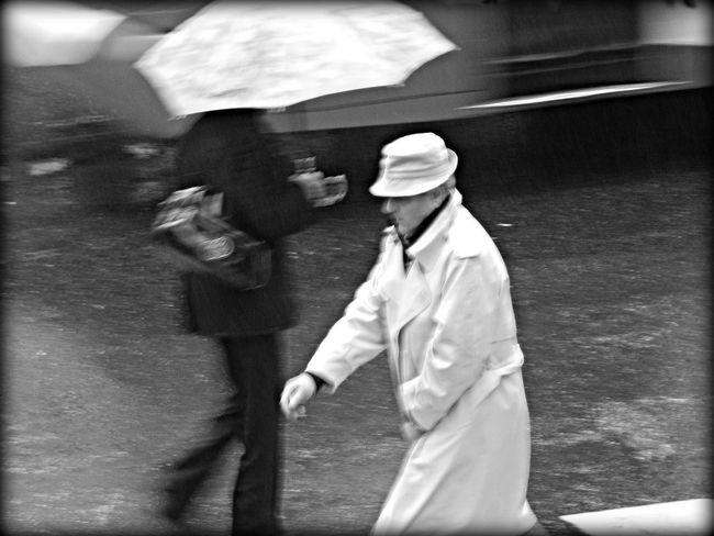 Urban Lifestyle Rain ♥ Rain Day Buenosaires Argentina Walking In The Rain Rain In The City Shades Of Grey