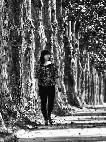 Relaxing Enjoying Life The Portraitist - 2015 EyeEm Awards Taking Photos Our Best Pics Eyeem Don't Like My Photos Monochrome Black And White Eyeem Monochrome B&W Portrait
