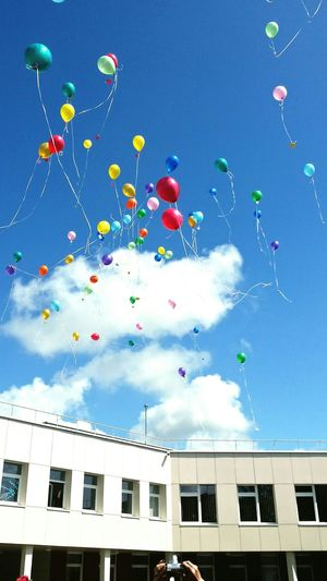 The end, will remains only memories... :'( School Crying Theendschool Balloons Air Dream Flying Dreams Yellow Colourful Newlife