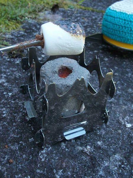 あのColumbiaとSOTOダブルネームで作製されたコンパクトな焚き火台で焼きマシュマロ♪本の付録とは思えないハイクオリティ! Toasted Marshmallow S'mores MyFoodPics Yummy Japan Bonfire Outdoors Outdoor Photography ~カメログまたここで~