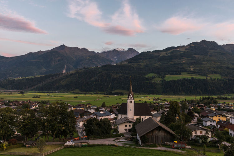 Berge Himmel Hohe Tauern Piesendorf Pinzgau Salzburger Land Wolken Zum HL Laurentius Abendstimmung Langzeitbelichtung Pfarrkirche Österreich