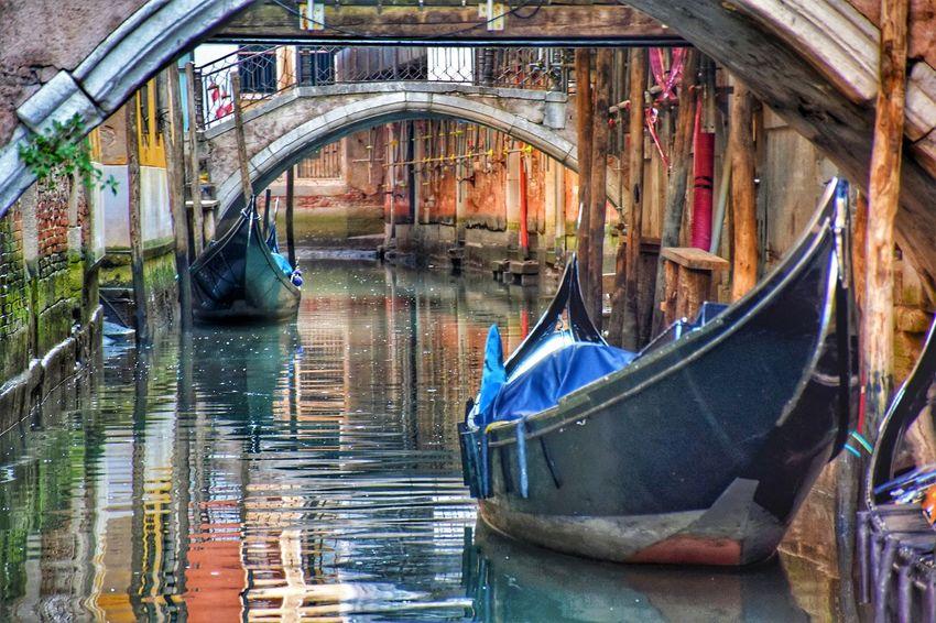 Bridge Gondola - Traditional Boat Water Nautical Vessel Moored Reflection Canal Cultures Architecture Building Exterior Gondola Gondolier Venetian Lagoon Grand Canal - Venice Boat