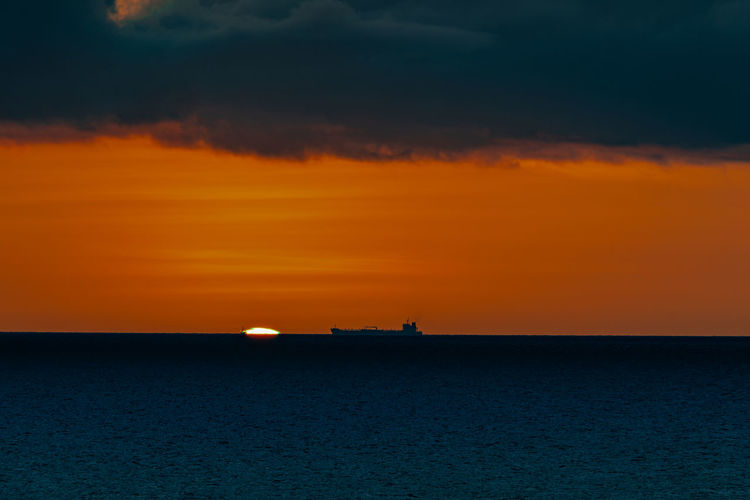 Nature Ziseetheworld Ziwang Sunset Sky Sea Water Orange Color Scenics - Nature Tranquil Scene Waterfront Horizon Over Water Tranquility Horizon Idyllic No People Silhouette Nautical Vessel Dramatic Sky Outdoors Ship Shadow Curacao Caribbean Green Flash