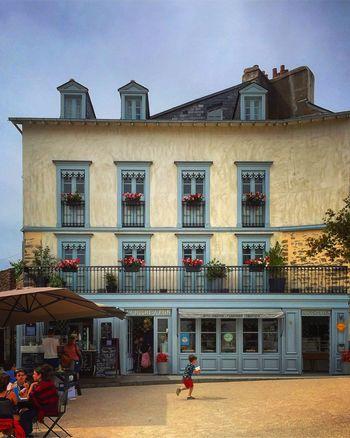 Vannes Place Des Lices La Huche à Pain Vacation Bretagne Breizh Bzh Morbihan Igersvannes Igersbretagne Picoftheday Photooftheday Photodujour 🇫🇷