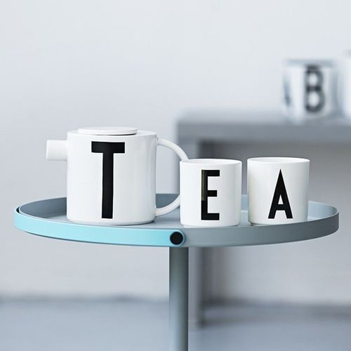 Wir wünschen Euch einen tollen Samstag und genießt ruhig mal wieder ein Tee 😉 Happy tea time and a nice Saturday. Saturday Designletters ArneJacobsen Porzellan design designaccessoires teatime tassen tee berlin weekend wochenende