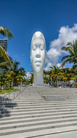 Sculpture Cloud - Sky Statue Palm Tree Tree Sky No People Travel Destinations Outdoors Oneplus3T Landscape_Collection Landscape_photographyDay Miami Florida EyeEm Best Edits Placestovisit Architecture Eye4photography  Snapseed Scnery Scenery Shots Museum Artmuseum ScienceMuseum