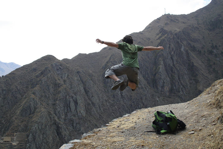 Jumping en Oyantaitambo, Perú Jumping For Joy Travel Travelphotography First Eyeem Photo