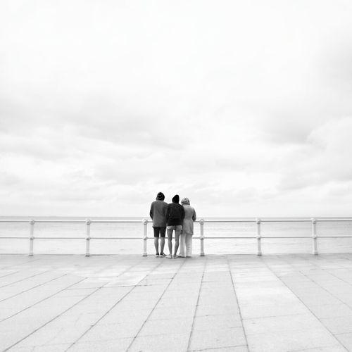 Missing the ocean..... Echando de menos Gijón... Monochrome Blackandwhite Streetphotography Minimal Mi Serie Gijón Mi Serie Minimal