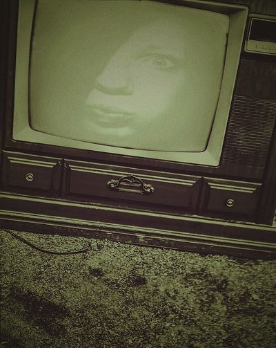 Close-up Self-portrait Tv Retro Style Retro Television Photo Overlay Funny Faces Silly Outdoor Photography Photo Art Fun Expressions Tv Screen Vintage Tv Fisheye Green