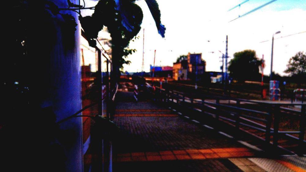 Zdjęcianiespodziewane Huawei Polska Niebo Niebieski Blue Sky Blue Yellow Kolej Train Station City Sky Building Summer In The City My Best Travel Photo