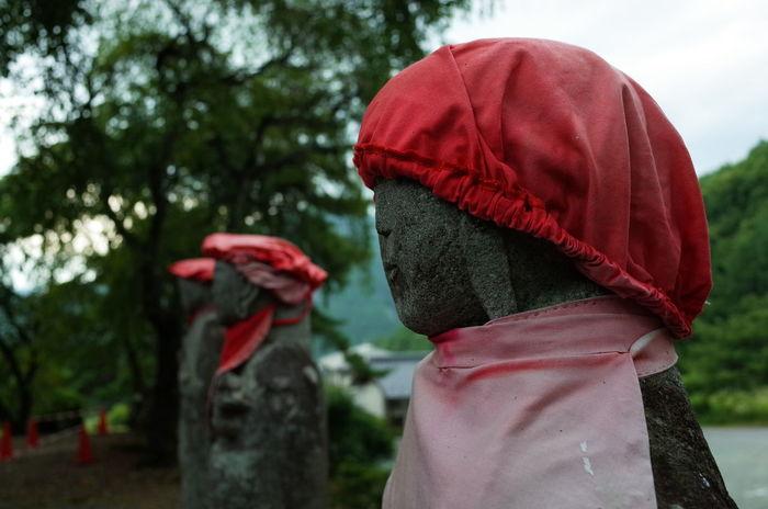 おじぞうさま People Nature Real People Tree Rear View Red Day Standing Outdoors Hat Japan Close-up Lifestyles にほん 地蔵 歴史 One Person Leisure Activity Focus On Foreground 日本 Japan Photography Redhat Redhead