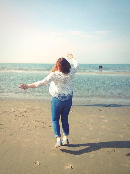 wenn er weit genug reicht, macht dann das Meer zwischen uns nichts mehr aus? Holiday Beach That's Me Redhead Hipster Sunset Ozean Holland Happy Over The Rainbow