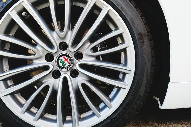 Mygiulia Giulia Veloce Giuliaveloce Alfawhite Alfaromeo Alfaromeogiulia Alfista チャラい2018 チャラ男 Japan Tire City Wheel Car Close-up