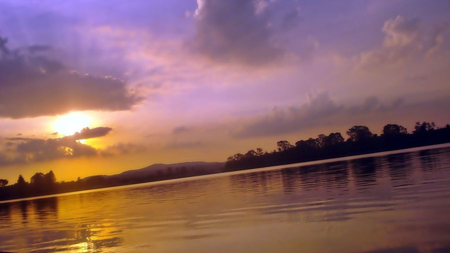 Como é lindo você fazer oque mais Gosta! Fotografar!! Sunset Reflection Water Tranquility Animal Animal Wildlife No People Outdoors Nature Sunbeam Beauty In Nature Landscape Animals In The Wild Mountain Tree Sky Natural Parkland Day