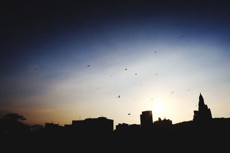 希望一直都在同一個平行時空 Flying City Sky